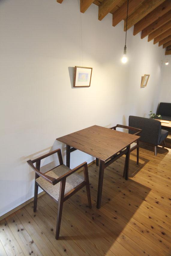 ヤギヤ テーブル3