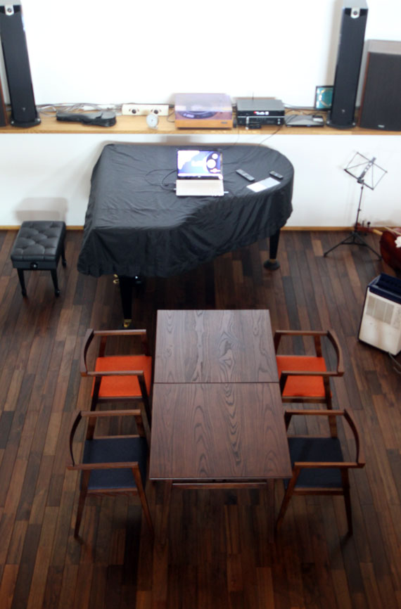ヤギヤ テーブル4